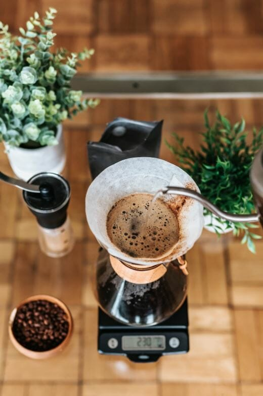 pour over coffee brewing method
